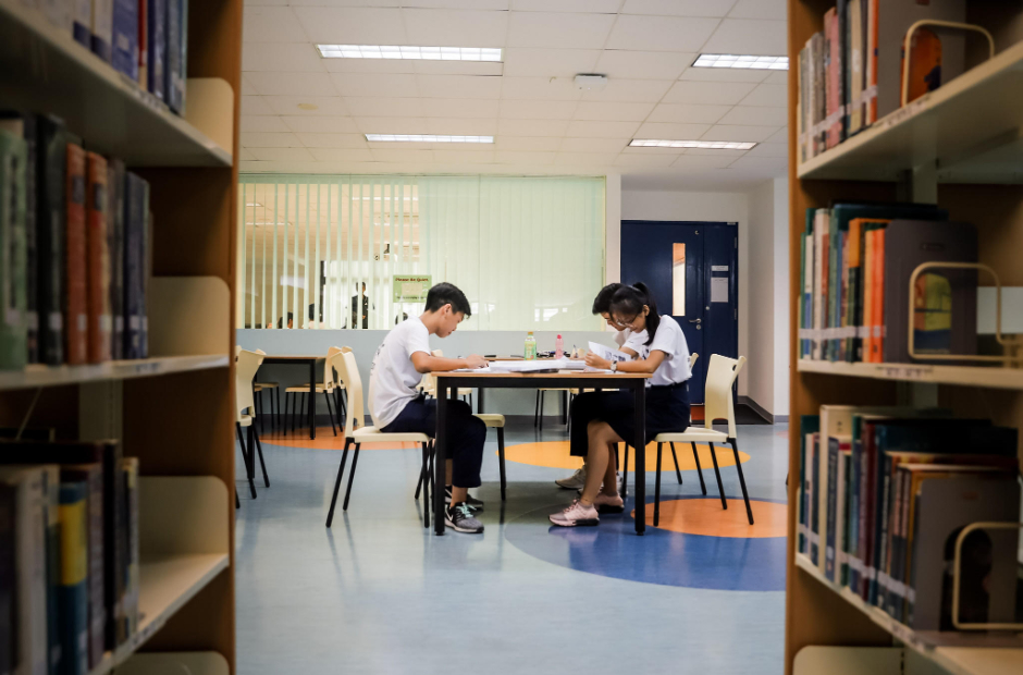 Stock image - JC students studying in their school library