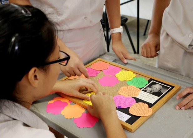 Students of Innova JC prepare a tribute board in memory of Mr Lee Kuan Yew