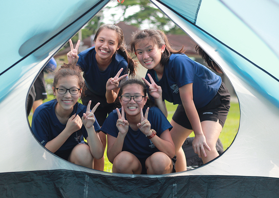 Zhenghua Secondary School tent pitching
