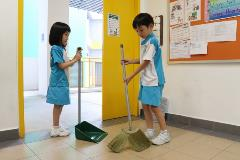Environment Champion - Let's Keep Our Classroom Clean 03 - To instill the values of responsibility (be responsible for the class cleanliness 03 (640x427)